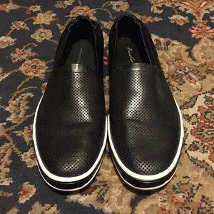 MENS • Kenneth Cole Sneaker 10